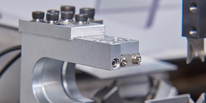 瑞舟全自动端子机在切削进程中发生振动的景象